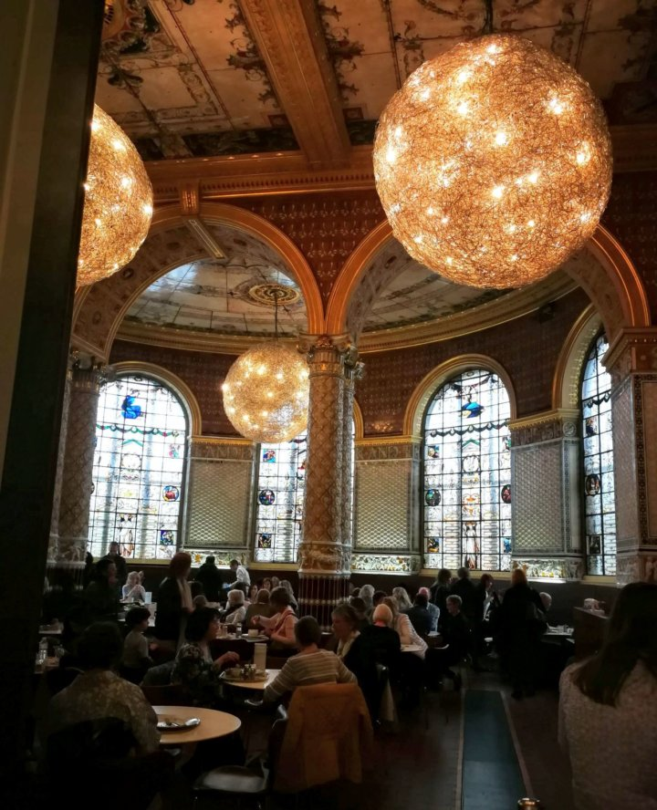 v and a restaurant